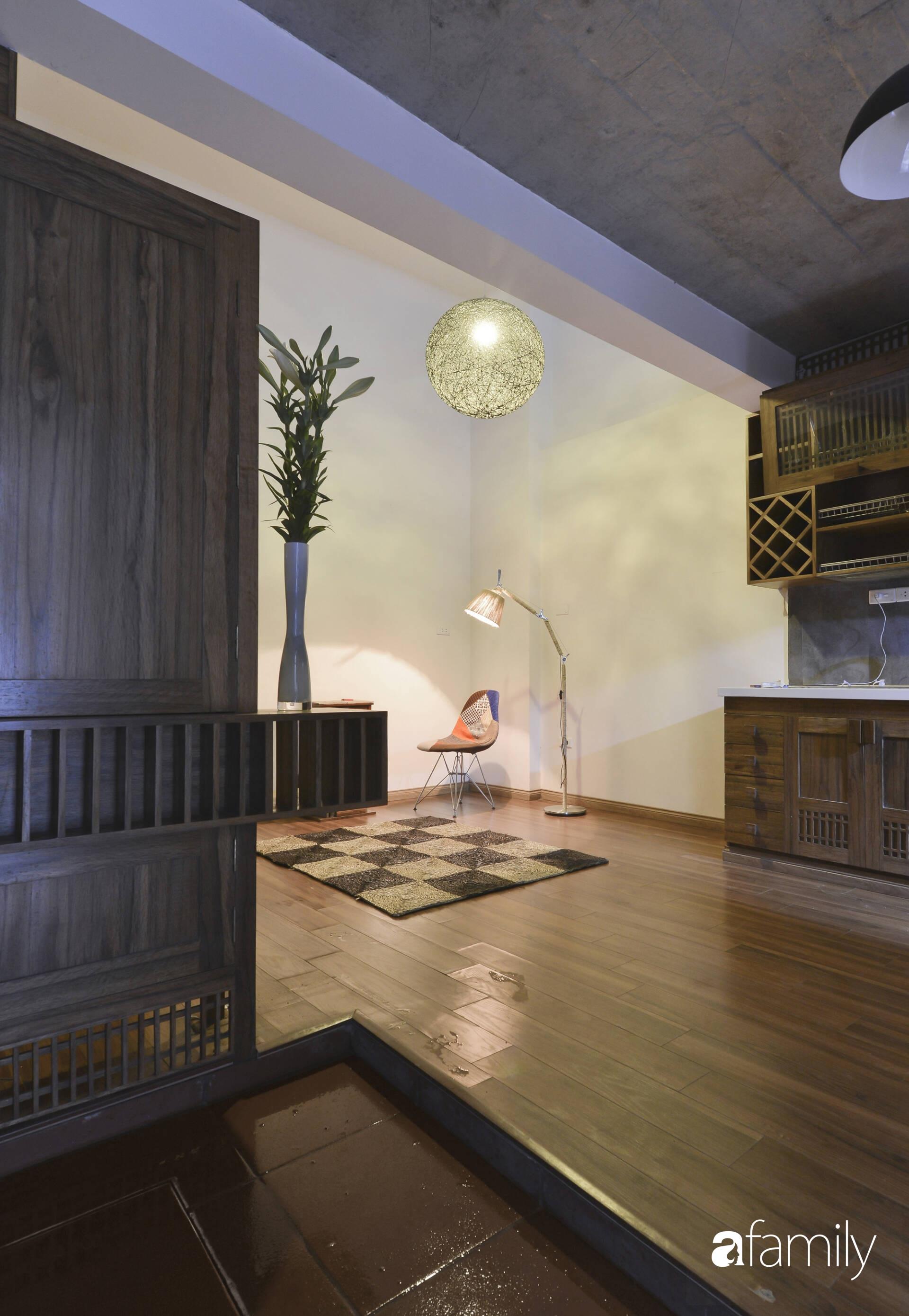 Vẻ đẹp của gỗ kết hợp nội thất đơn giản trong ngôi nhà 45,6m² ở ngõ nhỏ Hà Nội sau khi cải tạo - Ảnh 3.