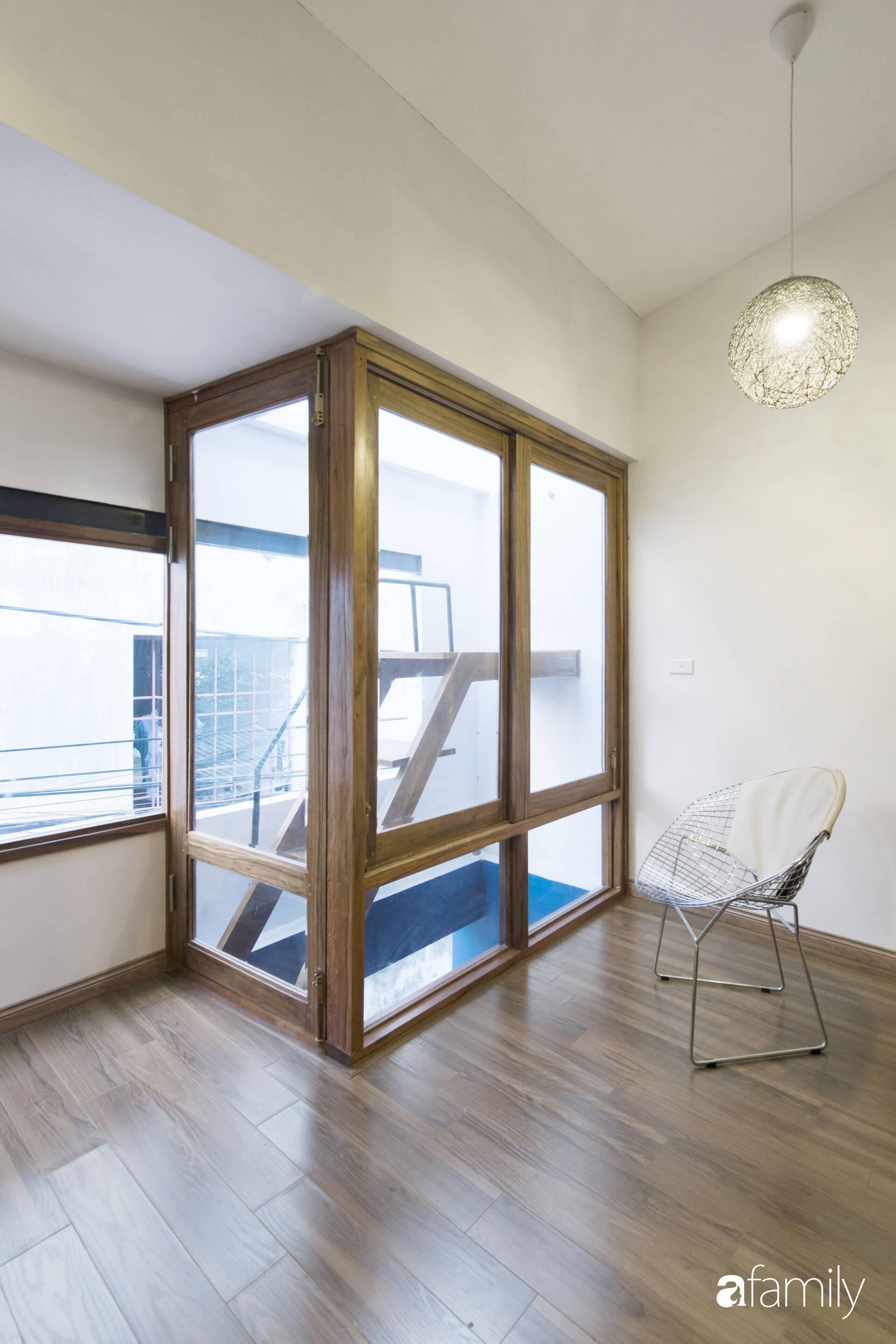 Vẻ đẹp của gỗ kết hợp nội thất đơn giản trong ngôi nhà 45,6m² ở ngõ nhỏ Hà Nội sau khi cải tạo - Ảnh 11.