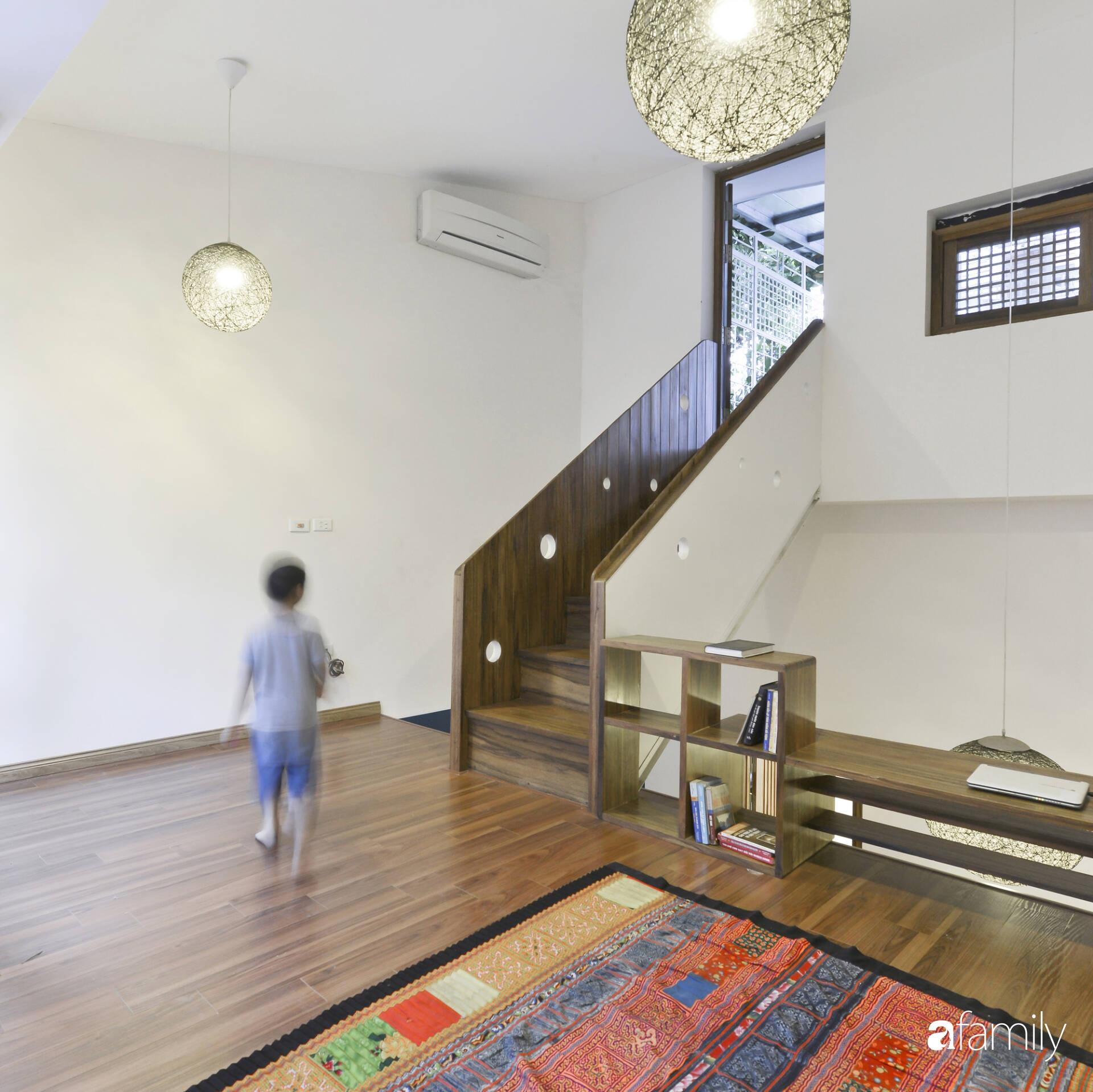 Vẻ đẹp của gỗ kết hợp nội thất đơn giản trong ngôi nhà 45,6m² ở ngõ nhỏ Hà Nội sau khi cải tạo - Ảnh 13.