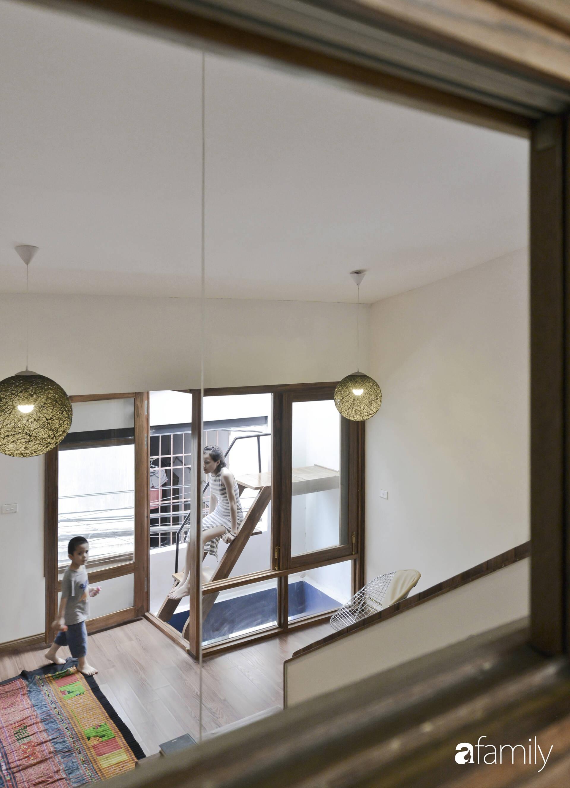 Vẻ đẹp của gỗ kết hợp nội thất đơn giản trong ngôi nhà 45,6m² ở ngõ nhỏ Hà Nội sau khi cải tạo - Ảnh 10.