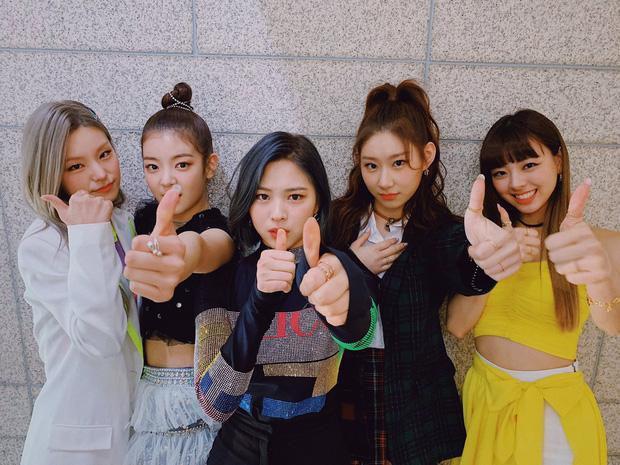 """""""Hứng nghiệp"""" mặc xấu từ Red Velvet, Itzy bị netizen Hàn tích cực chê bai nhưng may mà được netizen Việt đỡ lời - Ảnh 2."""