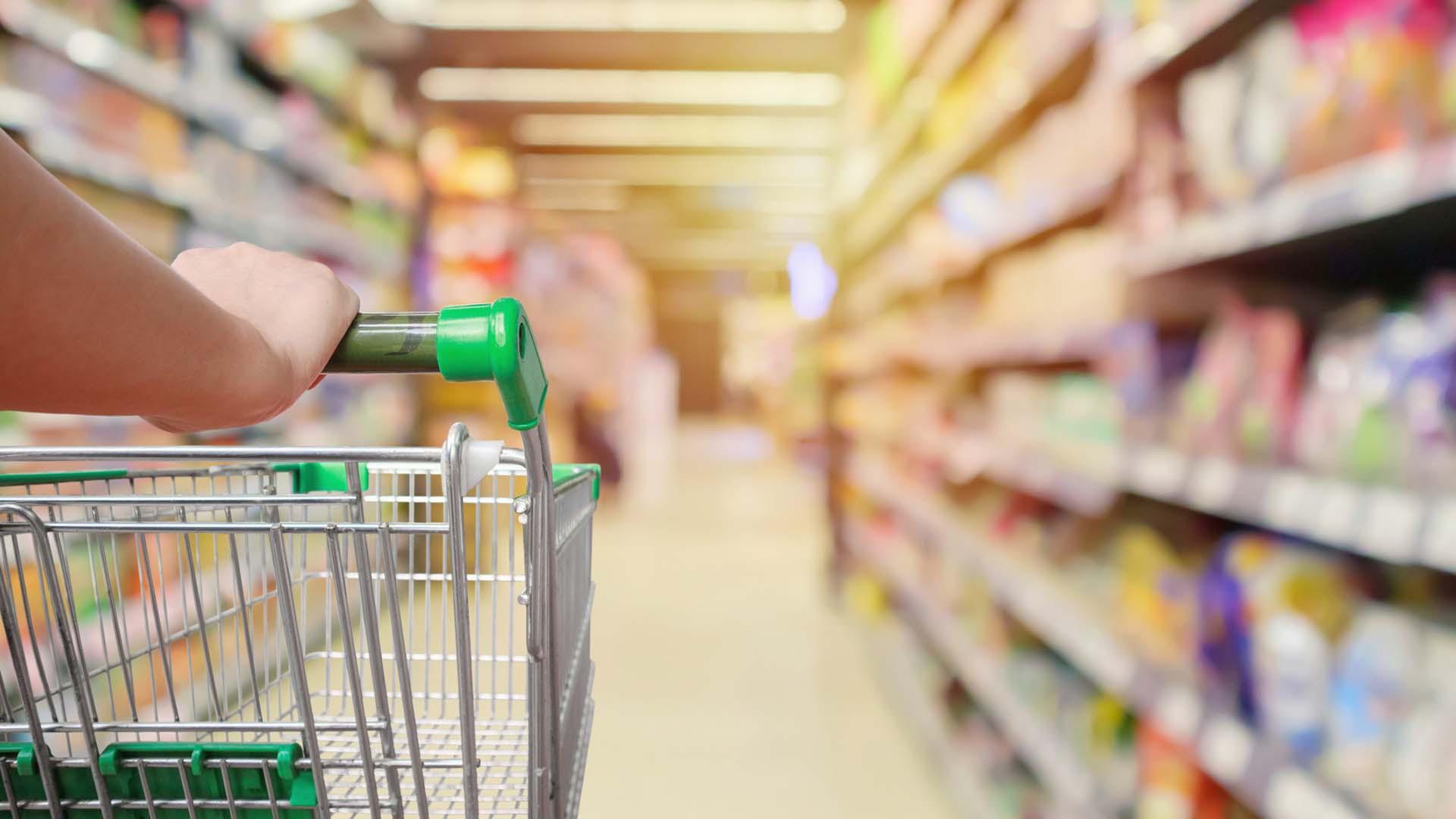Đi siêu thị trong mùa dịch Covid-19 bạn nhất định phải nắm được những nguyên tắc quan trọng này để bảo vệ sức khỏe - Ảnh 2.