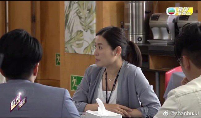 """""""Lực lượng phản ứng 2020"""" của TVB: Lộ cảnh nổ bom khiến người văng xa chục mét, Tuyên Huyên gặp nạn?  - Ảnh 8."""