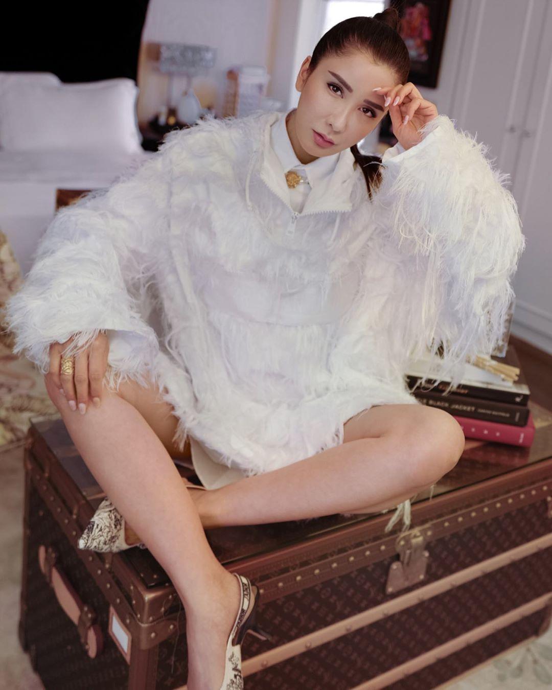 """""""Bà hoàng Hermès"""" đối đầu trực tiếp với Song Hye Kyo và Jisoo, chứng minh """"bức ảnh tỏa ra mùi tiền"""" là có thật - Ảnh 1."""