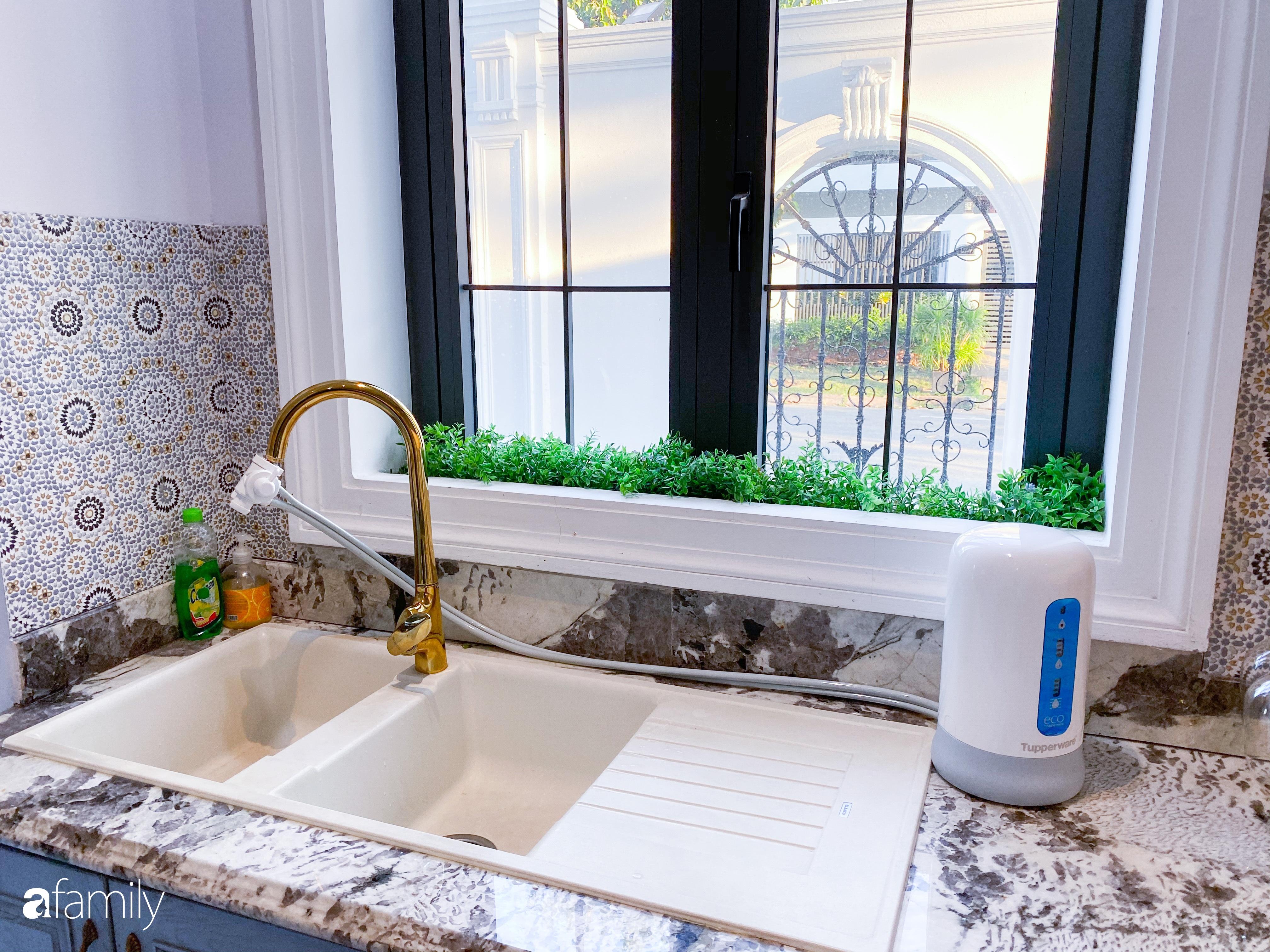 """""""Nghiện"""" sắm đồ bếp, hot mom Thủy Anh vợ Đăng Khôi tự decor không gian nấu nướng đẹp sang chảnh ngút ngàn - Ảnh 17."""