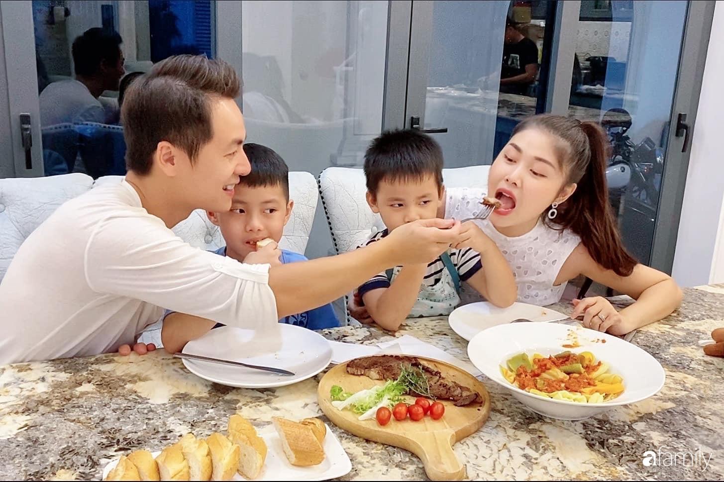 """""""Nghiện"""" sắm đồ bếp, hot mom Thủy Anh vợ Đăng Khôi tự decor không gian nấu nướng đẹp ngút ngàn - Ảnh 2."""