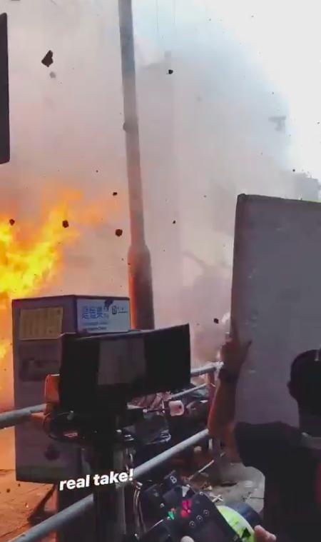 """""""Lực lượng phản ứng 2020"""" của TVB: Lộ cảnh nổ bom khiến người văng xa chục mét, Tuyên Huyên gặp nạn?  - Ảnh 4."""