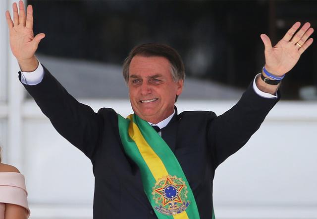 """Bất chấp sự thật hàng ngàn người tử vong, Tổng thống Brazil nói Covid-19 """"chỉ là trò bịp bợm của truyền thông"""" - Ảnh 2."""