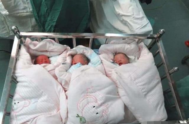 """Sau sinh 3, mẹ hét lên có gì đó """"di chuyển"""" trong bụng, bác sĩ khám rồi phá lên cười - Ảnh 1."""