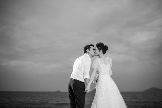Trường Giang - Nhã Phương tung trọn bộ ảnh lãng mạn trong lễ đính hôn bí mật trên bãi biển sau hơn 1 năm về chung một nhà - Ảnh 7.