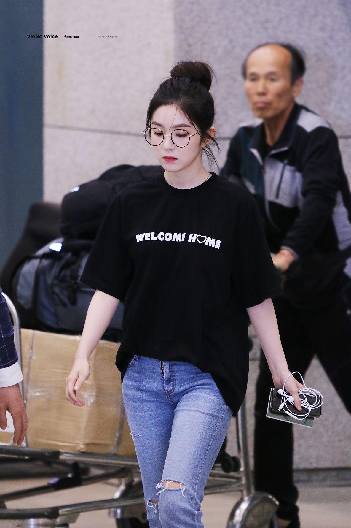 Không cần cầu kỳ cho mệt thân, Irene cứ diện hoài áo phông đơn giản mà vẫn sành điệu khỏi bàn - Ảnh 9.