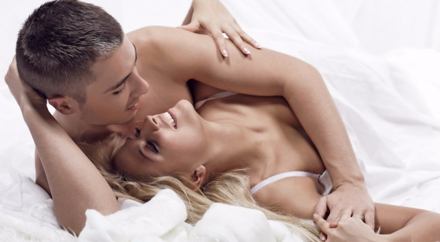 Quan hệ tình dục có lây Covid-19 không? Bệnh Covid-19 lây truyền bằng cách nào? - Ảnh 1.
