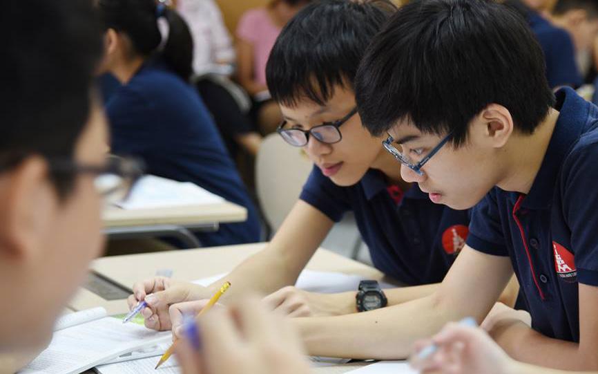 Thầy hiệu trưởng của 1 trường học ở Hà Nội viết tâm thư tuyên bố không thu bất kỳ khoản phí nào trong thời gian học sinh nghỉ học