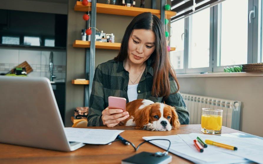 """Làm việc tại nhà vì Covid-19, dân công sở cần tránh xa thứ này để không bị """"cướp"""" mất năng suất và sự chuyên nghiệp"""