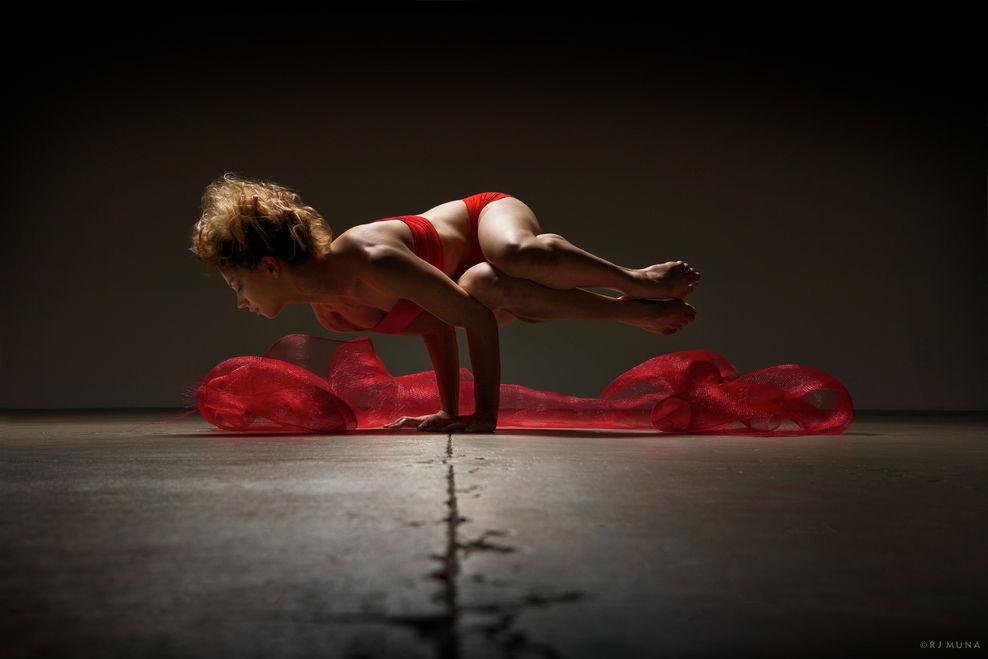 Ngắm sự hoàn mỹ của cơ thể người để có thêm động lực tập luyện tăng cường sức khỏe tại nhà - Ảnh 14.