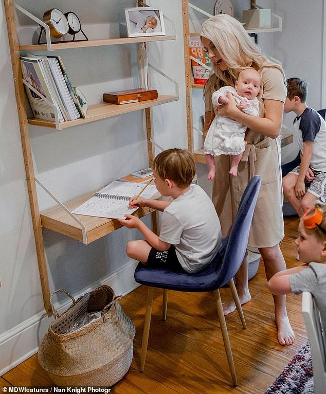 Bà mẹ 7 con chia sẻ cách dạy trẻ lúc đại dịch Covid-19 nhờ kinh nghiệm 4 năm không cho con đến trường mà tự dạy ở nhà - Ảnh 2.