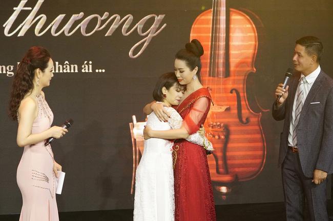 Gầy gò, bé xíu, vừa nói vừa run nhưng Mai Phương vẫn kêu gọi quyên góp cho con gái đồng nghiệp nổi tiếng  - Ảnh 4.