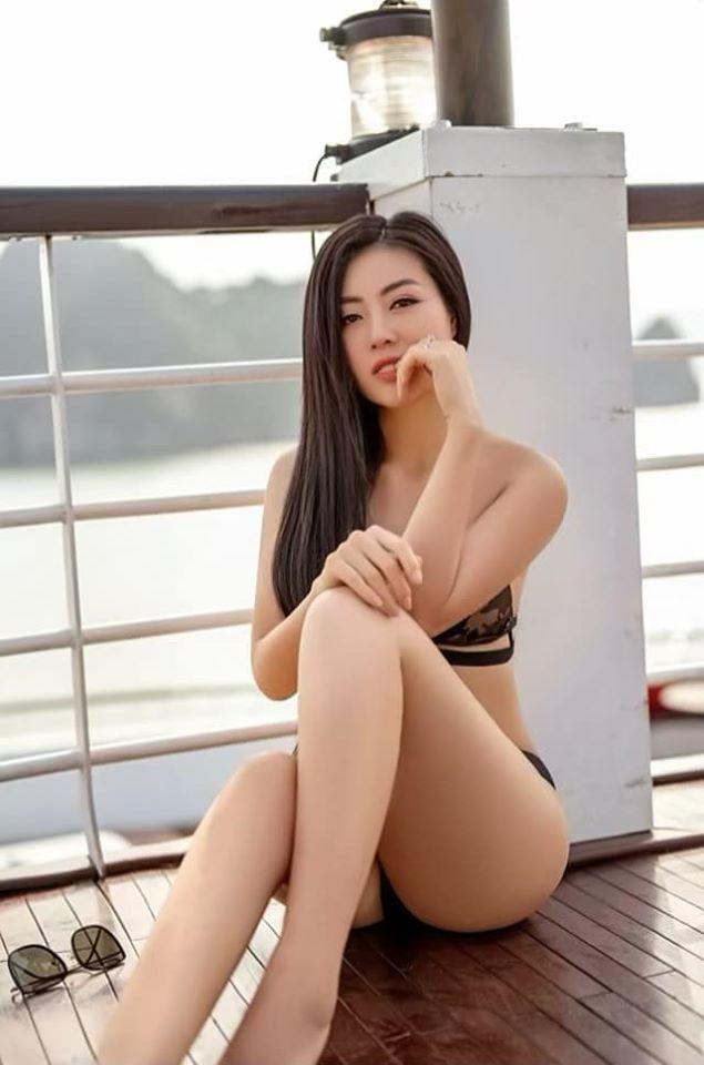 Thanh Hương hài hước nói: Ngồi buồn lại cắn móng tay. Suy tư nghĩ ngợi đếm ngày lĩnh lương.