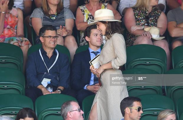 """Biểu cảm lạ lùng của """"người nhện"""" Tom Holland khi nhìn Emma Watson, hóa ra nguyên nhân liên quan đến """"tình cảm đặc biệt"""""""