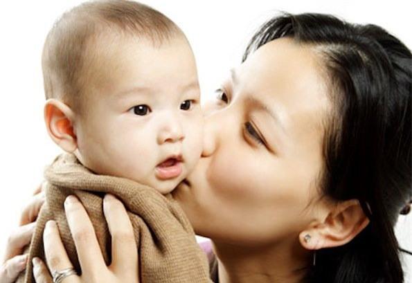 """Thai phụ """"điên cuồng"""" ăn nho khi mang thai, khi sinh con ra cả nhà cô nhìn mắt bé mà """"phát sầu"""", còn cô y tá thì không nhịn được cười - Ảnh 3."""