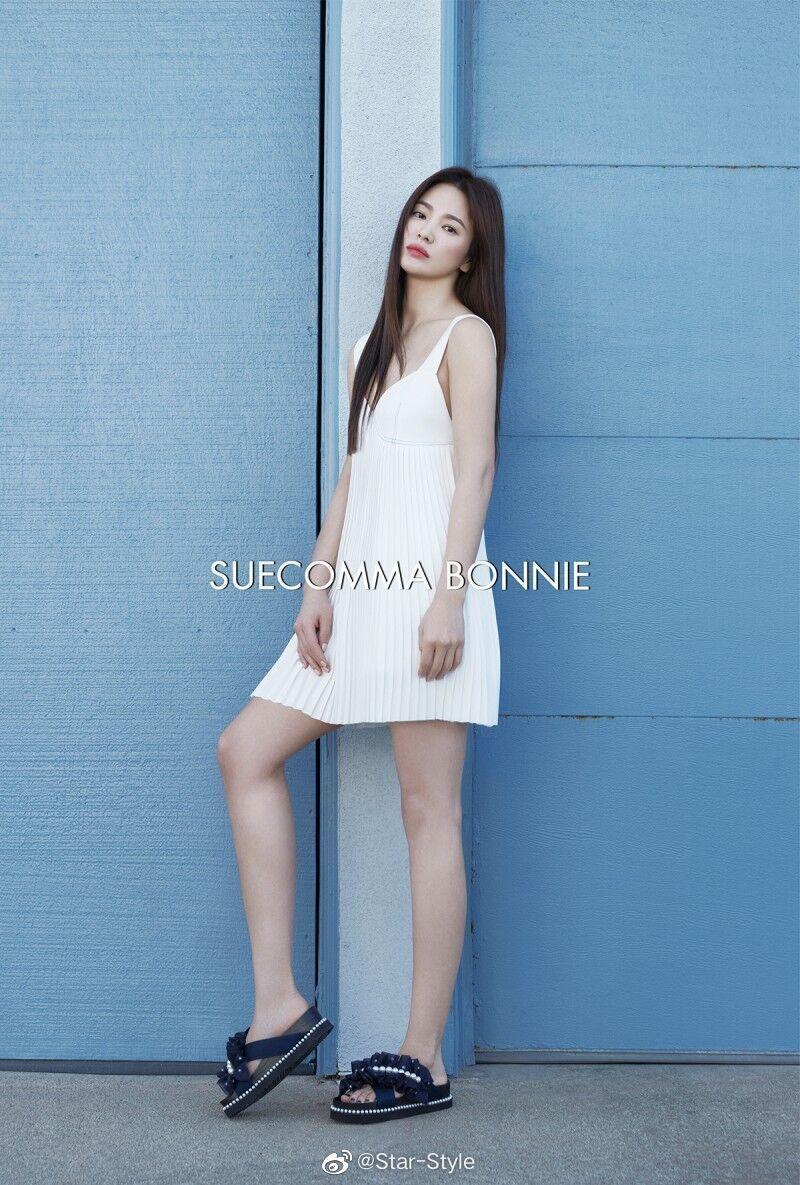 Quý cô độc thân hot nhất Kbiz gọi tên Song Hye Kyo khi diện váy ngắn khoe body trẻ trung đến gái đôi mươi cũng phải ghen tị - Ảnh 1.