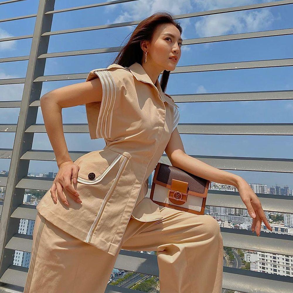 """Sao Việt đua nhau chụp ảnh trên sân thượng, """"sống ảo"""" tại gia mà cũng xịn sò ra trò - Ảnh 1."""