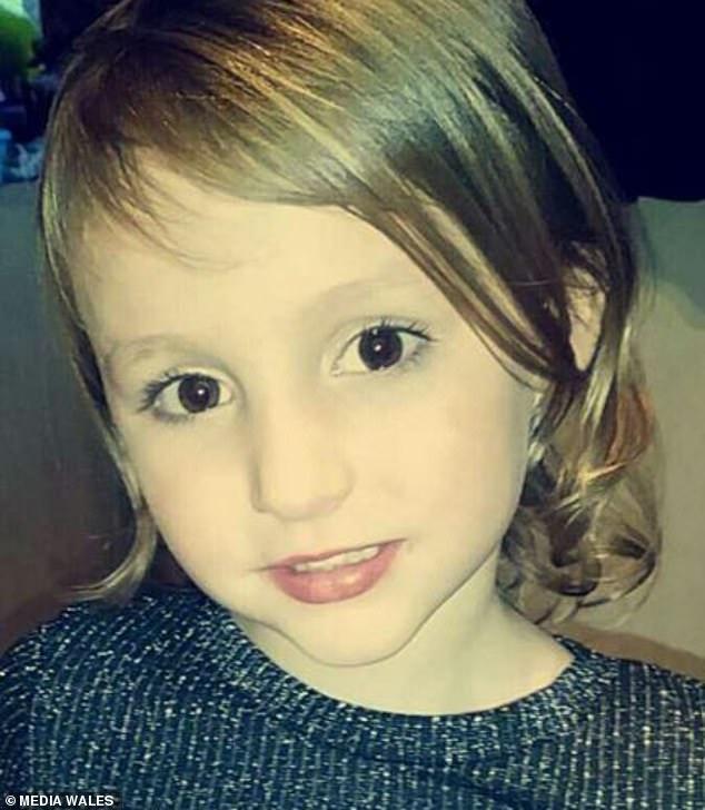 Bé gái 5 tuổi ngã vào nồi dầu nóng 190 độ C khi đang chơi cùng em gái khiến cơ thể bị bỏng nặng 38% - Ảnh 6.