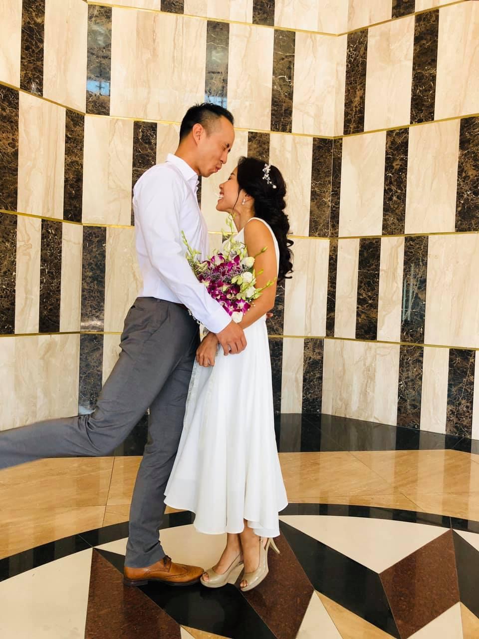"""My Lan Nguyễn - Cô gái có cuộc tình như mơ từ FB và sự """"đấu tranh"""" với phụ huynh để mặc váy cưới đuôi cá màu tím, đội sừng Unicorns trong hôn lễ của chính mình - Ảnh 3."""