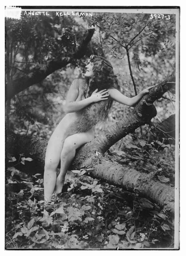 """Cuộc đời không sống theo chuẩn bị xã hội của """"người phụ nữ hoàn hảo"""", tiên phong mặc đồ bơi bó sát và diễn cảnh nóng trên màn bạc thế giới - Ảnh 7."""