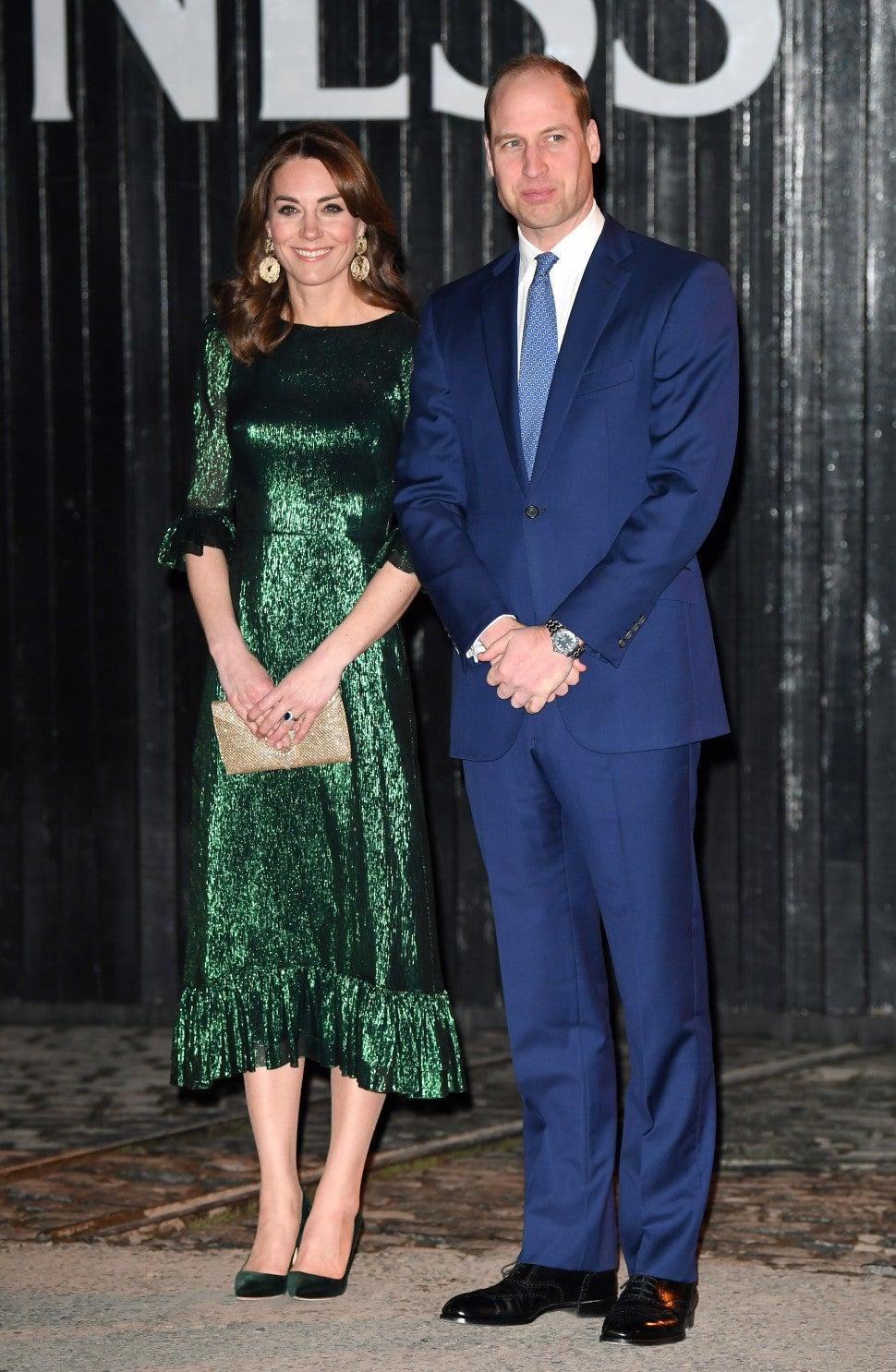 """Công nương Kate bị chê mặc xấu khi diện váy hao hao """"Công chúa thị phi nhất hoàng gia Anh"""" - Ảnh 1."""