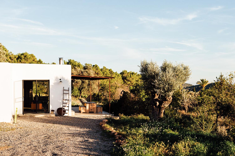 Căn nhà cấp 4 trên đảo tạo ấn tượng đặc biệt nhờ kết hợp giữa kiến trúc hiện đại với thiên nhiên hoang sơ - Ảnh 4.