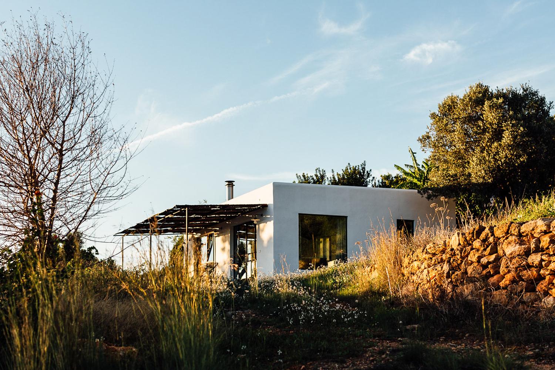 Căn nhà cấp 4 trên đảo tạo ấn tượng đặc biệt nhờ kết hợp giữa kiến trúc hiện đại với thiên nhiên hoang sơ - Ảnh 6.