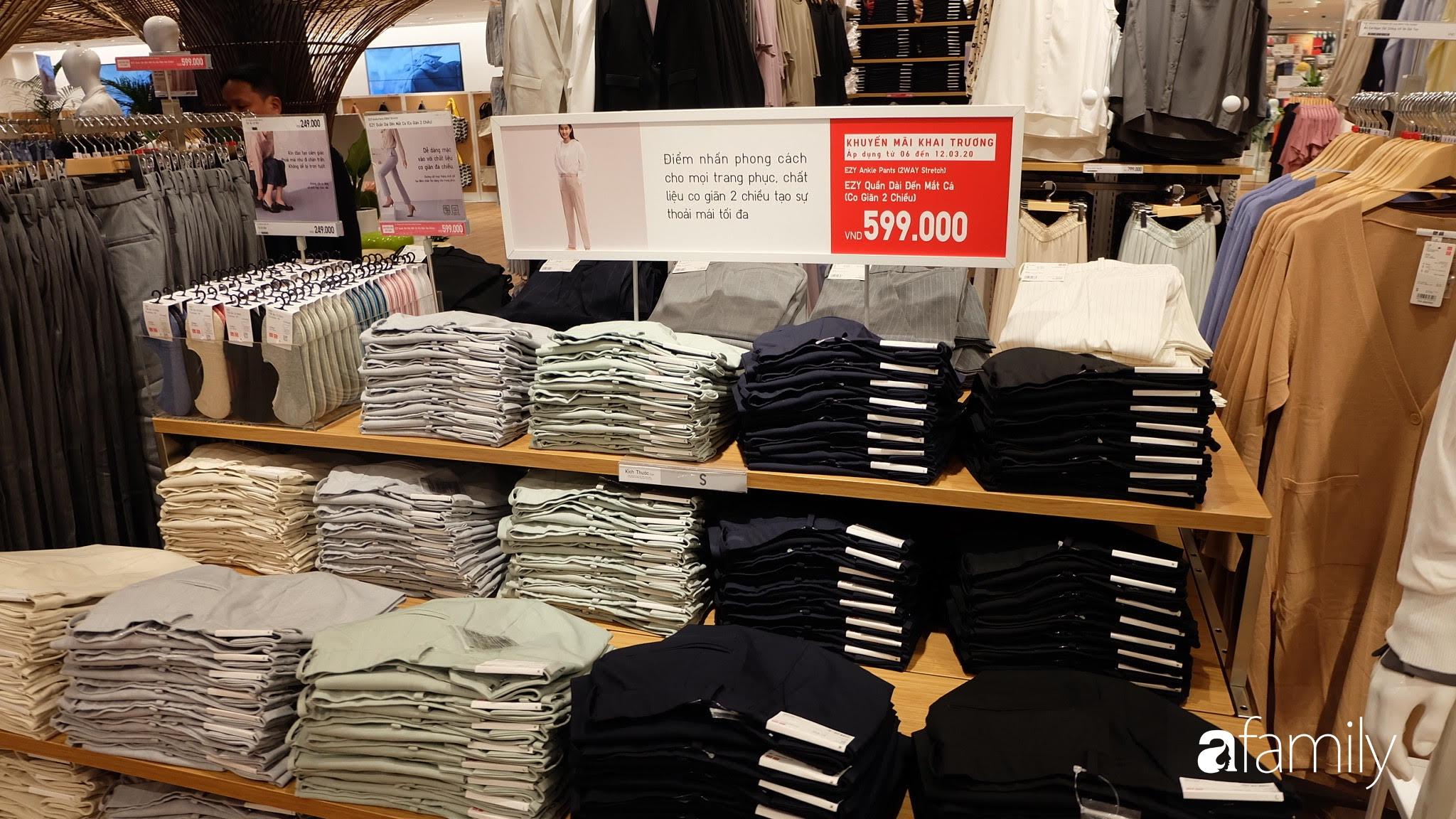 Đột nhập store UNIQLO trước khai trương: Sờ tận tay BST kết hợp cùng cựu Giám đốc sáng tạo Hermès, tưởng đắt hoá ra chỉ 249k  - Ảnh 9.