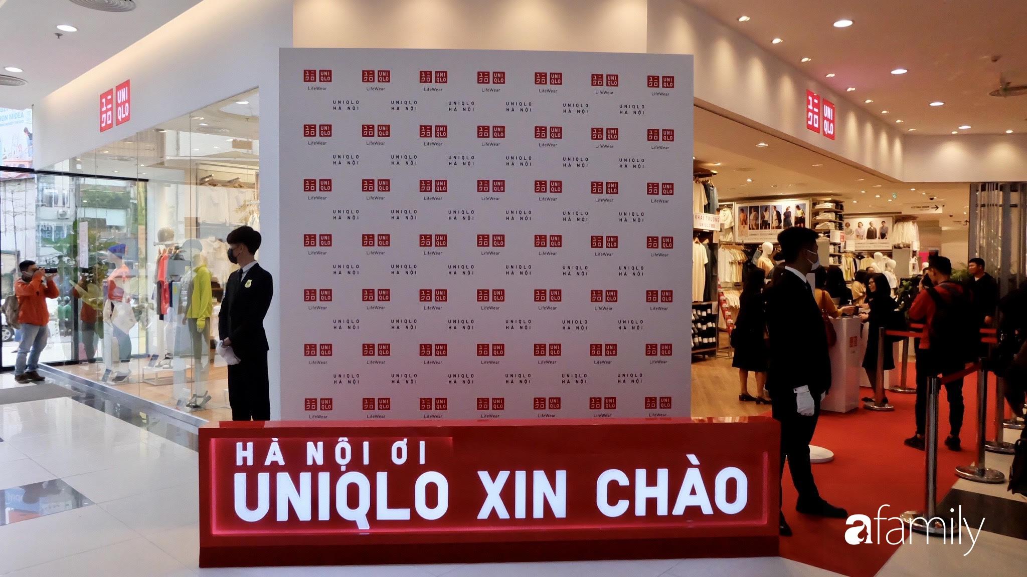 """Trước ngày khai trương, Uniqlo lộ không gian mua sắm hơn 2500 met vuông với hoạt item ưu đãi chờ các tín đồ """"bóc tem"""" vào ngày mai - Ảnh 1."""