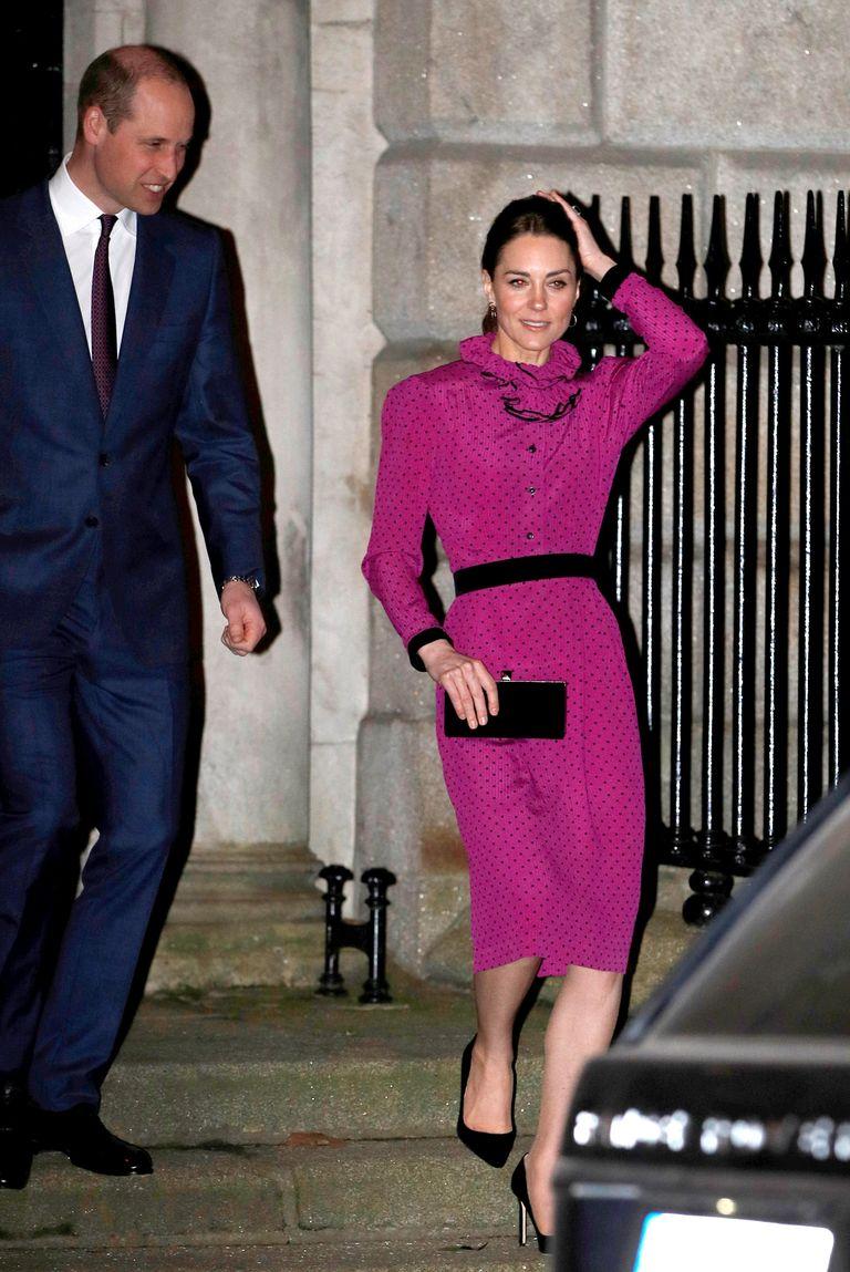 """Công nương Kate """"hạ đo ván"""" Meghan khi lần đầu tiên diện bộ đồ cũ đặc biệt, đẹp chẳng kém mẹ chồng Diana khi xưa - Ảnh 1."""