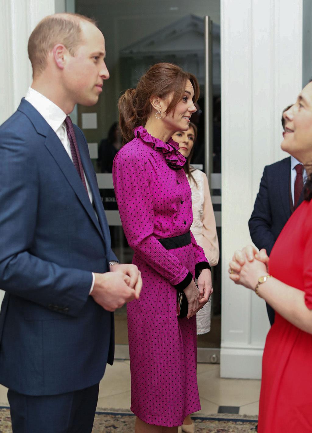 """Công nương Kate """"hạ đo ván"""" Meghan khi lần đầu tiên diện bộ đồ cũ đặc biệt, đẹp chẳng kém mẹ chồng Diana khi xưa - Ảnh 2."""