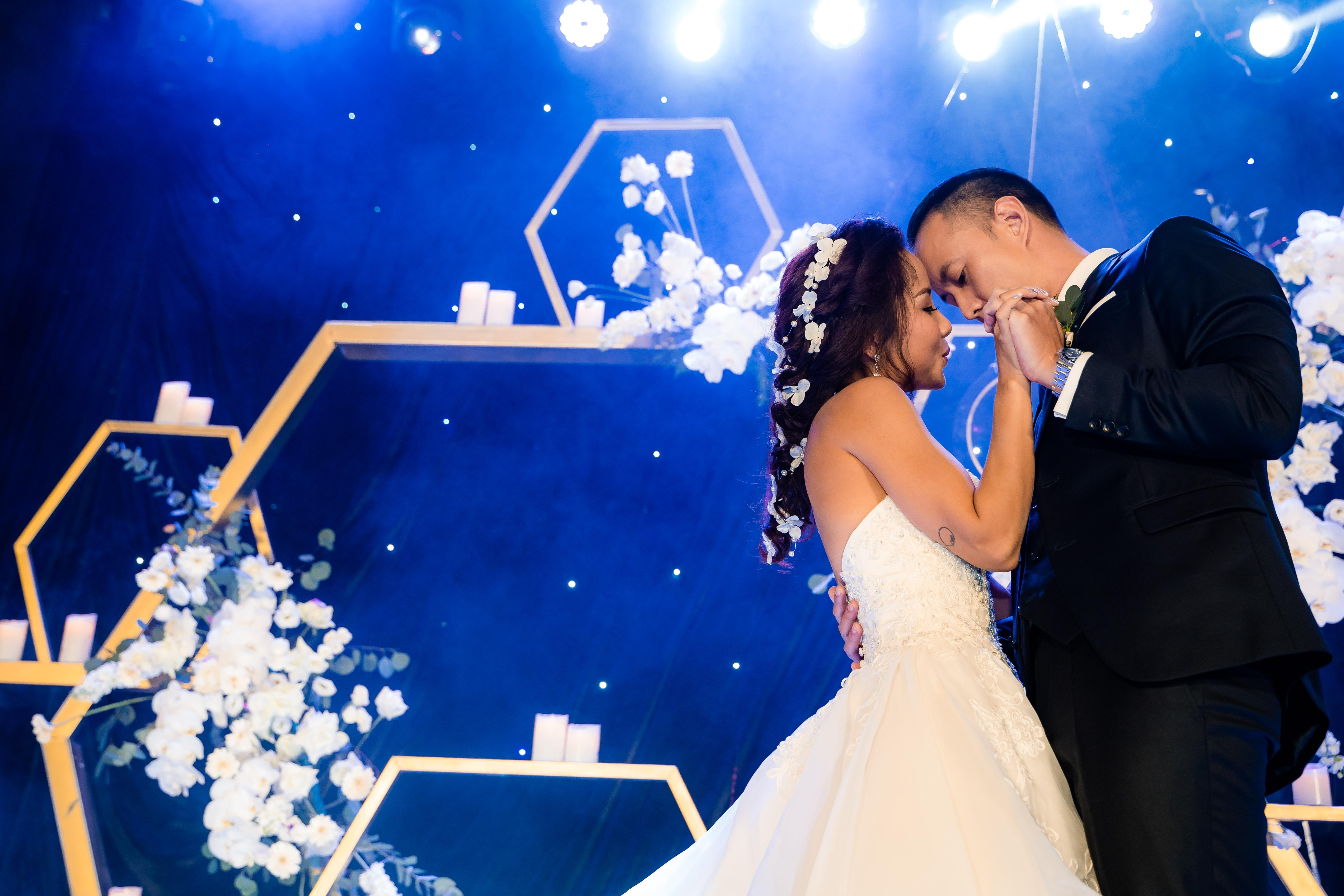 My Lan Nguyễn - Cô gái có cuộc tình như mơ từ FB và sự thuyết phục đầy nỗ lực với phụ huynh để được mặc váy cưới màu tím, hoá thành Unicorns trong hôn lễ của chính mình - Ảnh 24.