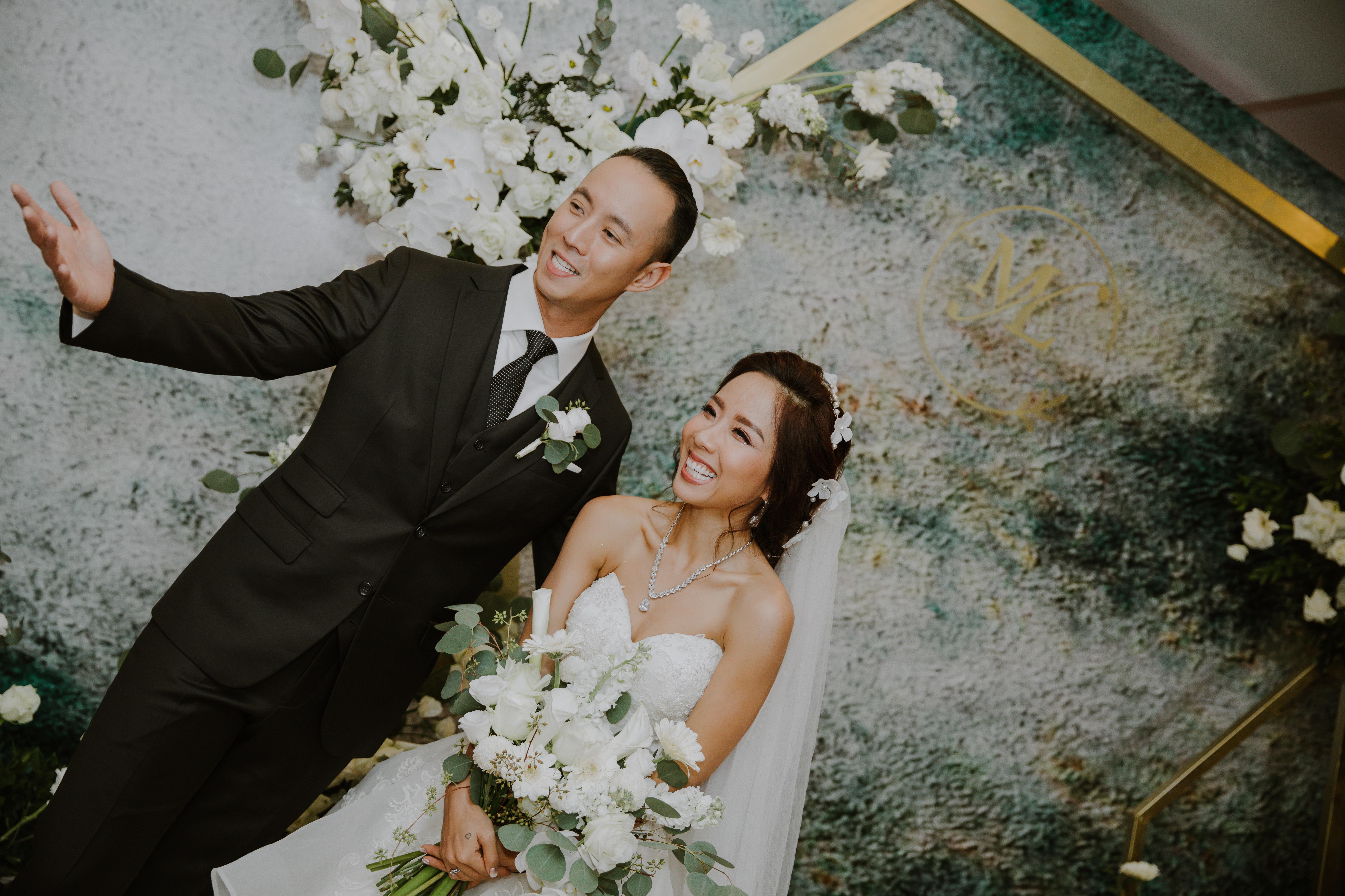 My Lan Nguyễn - Cô gái có cuộc tình như mơ từ FB và sự thuyết phục đầy nỗ lực với phụ huynh để được mặc váy cưới màu tím, hoá thành Unicorns trong hôn lễ của chính mình - Ảnh 23.