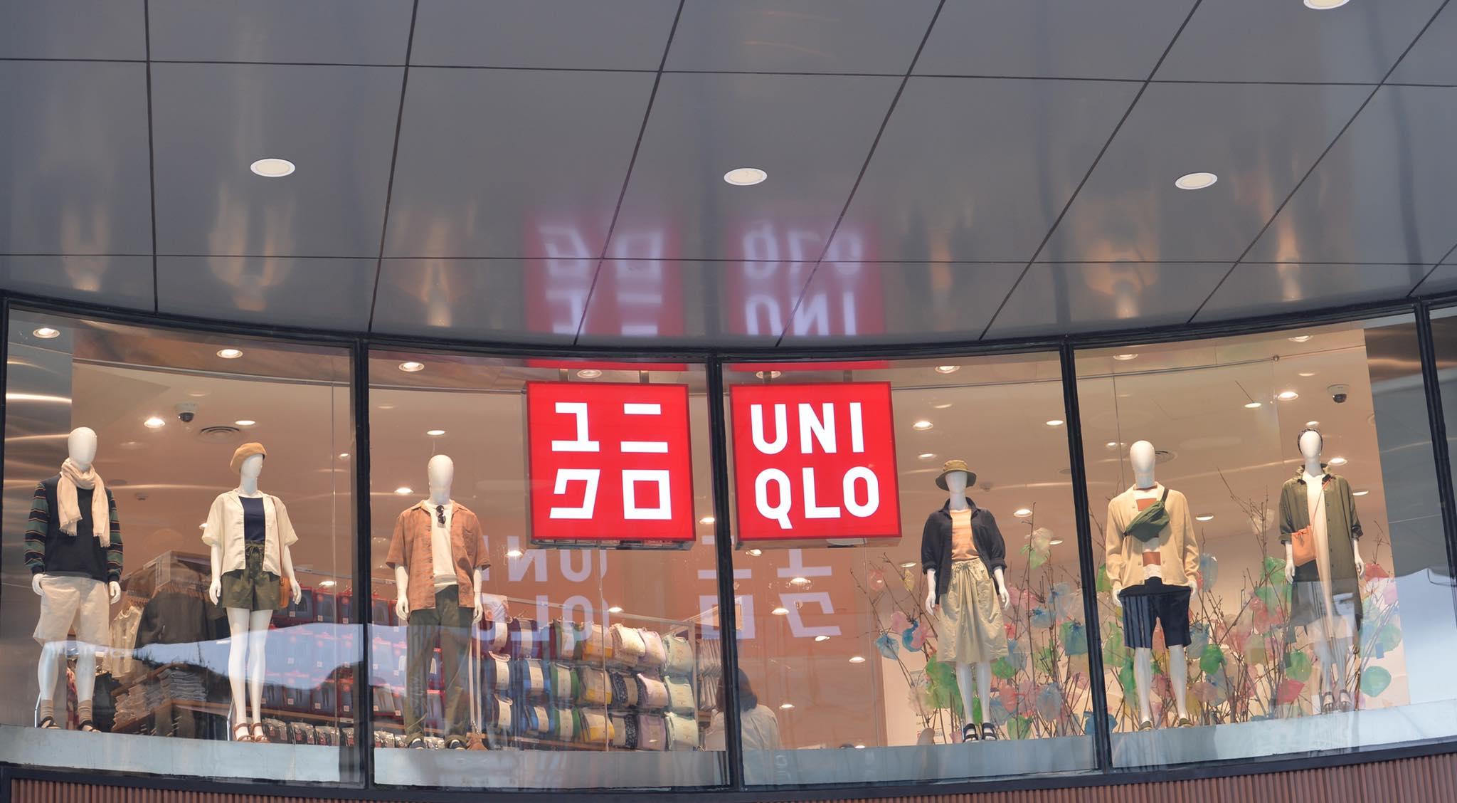 """Giờ G đã điểm, UNIQLO chính thức khai trương """"nam thanh nữ tú"""" xếp hàng dài chật kín trước sảnh Vincom Phạm Ngọc Thạch - Ảnh 1."""