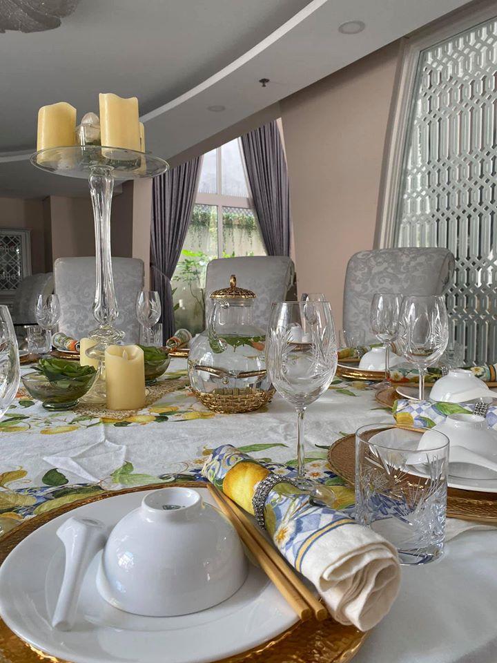 Biệt thự màu trắng siêu sang trồng nhiều hoa và cây xanh của Hoa hậu đền Hùng Giáng My - Ảnh 6.