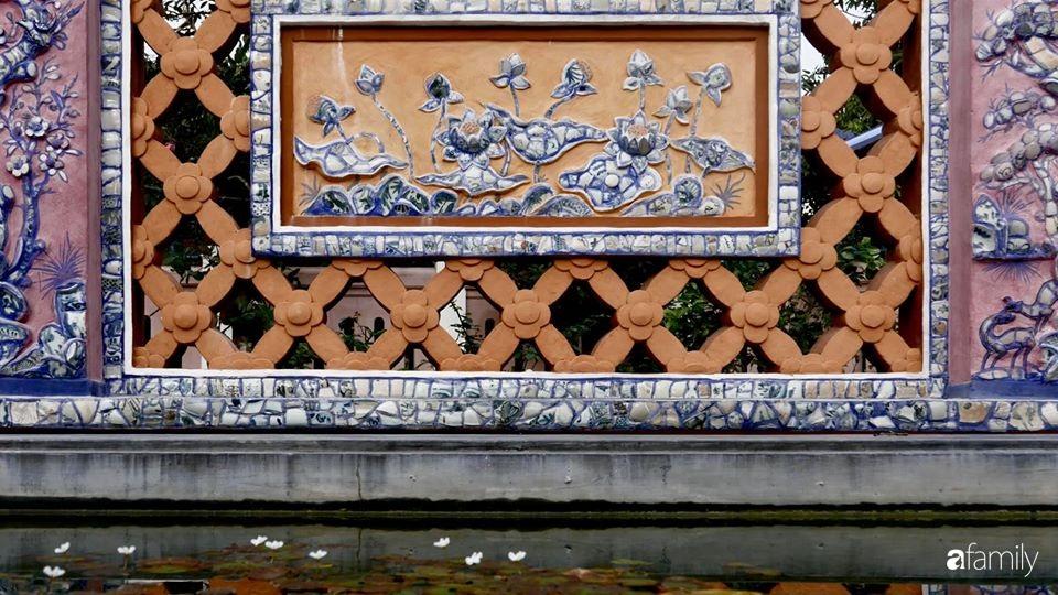 Ngôi nhà cấp 4 gần trăm năm tuổi bên cạnh khu vườn hoa hồng gói gọn những lặng lẽ, yên bình của xứ Huế mộng mơ - Ảnh 14.