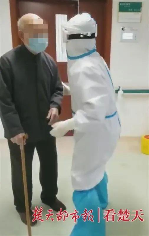 Cụ ông 101 tuổi nhiễm virus SARS-Covid-2 đã được xuất viện, mong muốn khỏi bệnh sớm chỉ để về nhà chăm sóc vợ - Ảnh 1.