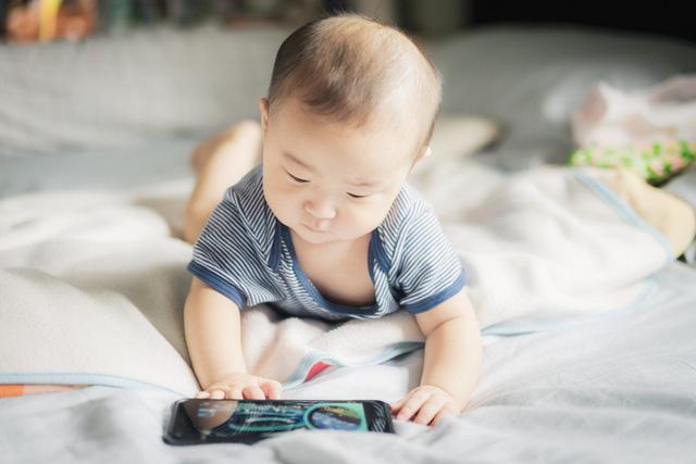 Ảnh hưởng lâu dài của việc trẻ xem tivi, điện thoại thường xuyên mà bố mẹ chưa từng biết đến - Ảnh 3.