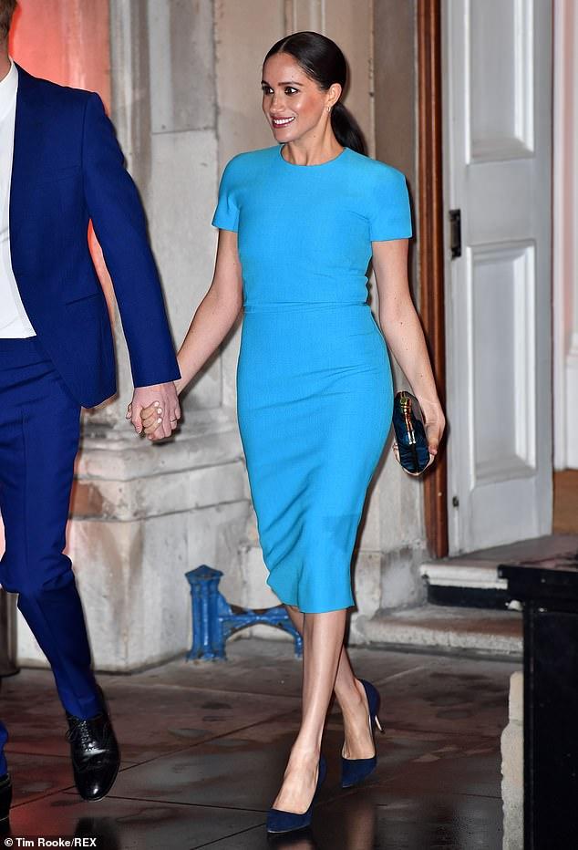 """Meghan Markle bị """"bóc mẽ"""" bắt chước cách lên đồ tinh tế của Công nương Kate để lấy lòng công chúng - Ảnh 8."""