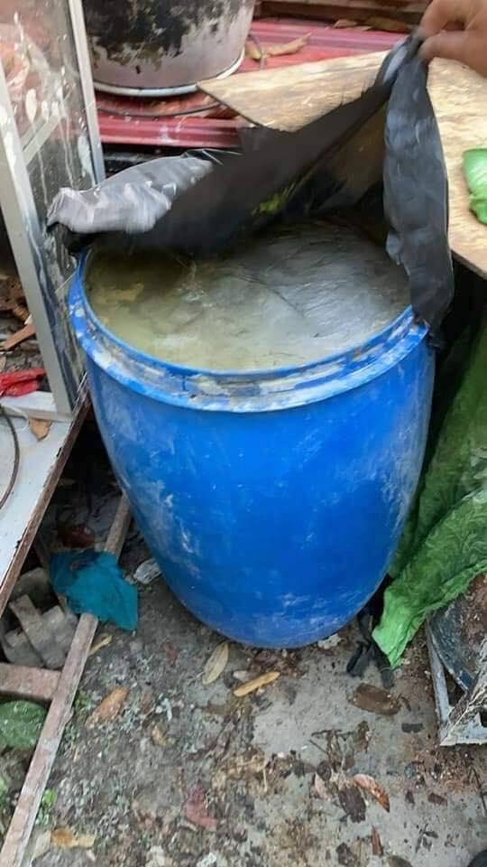 Phát hiện chiếc thùng nhựa chứa đầy xi măng và thi thể người đàn ông bị em trai giết hại chỉ vì một chiếc áo - Ảnh 1.