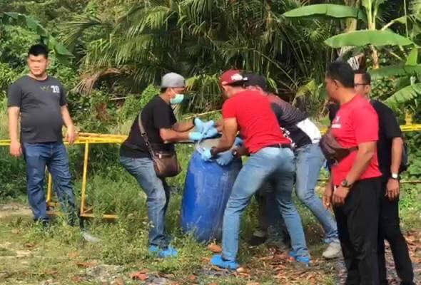 Phát hiện chiếc thùng nhựa chứa đầy xi măng và thi thể người đàn ông bị em trai giết hại chỉ vì một chiếc áo - Ảnh 3.