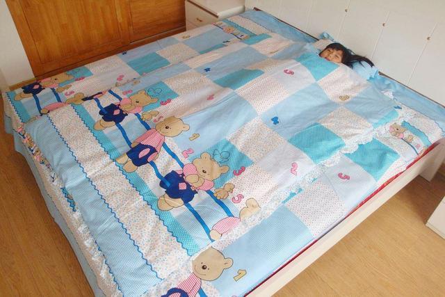 Bé nào ngủ cũng hay đạp tung chăn ra, lý do không hẳn là nóng, bố mẹ còn cần chú ý điều này - Ảnh 4.