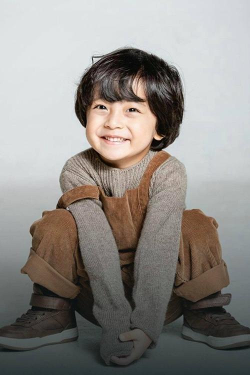 """""""Hi Bye, Mama"""": Bị chỉ trích vì cho bé trai """"chuyển giới"""" làm con gái của Kim Tae Hee, mẹ ruột sao nhí 5 tuổi lên tiếng đáp trả - Ảnh 9."""
