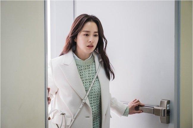 """""""Hi Bye, Mama"""": Kim Tae Hee ôm chồng khóc nức nở sau khi bị """"mợ hai"""" phát hiện chính thất chỉ là hồn ma tái sinh? - Ảnh 2."""