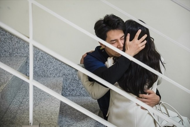 """""""Hi Bye, Mama"""": Kim Tae Hee ôm chồng khóc nức nở sau khi bị """"mợ hai"""" phát hiện chính thất chỉ là hồn ma tái sinh? - Ảnh 3."""